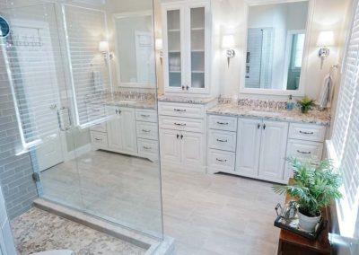 Modern white master bath